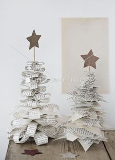 DIY: xmas decoration by kristine DIY: Christmas decoration by Kristine Noel Christmas, Diy Christmas Ornaments, Christmas Projects, All Things Christmas, Winter Christmas, Holiday Crafts, Origami Christmas, French Christmas, Christmas Paper