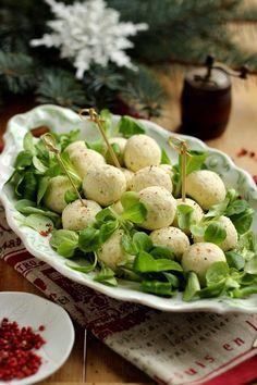 Előételként, hidegtálakra, vagy köretként kiváló választás ez az olasz sajtgolyó. Sajtból inkább a karakteresebb íz...