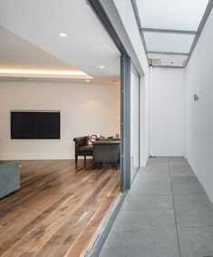 Basement Bedroom Ideas (Remodeling and Decorating Ideas on a Budget) – Basement Bedrooms Low Ceiling Basement, Basement Lighting, Basement Windows, Basement House, Basement Apartment, Walkout Basement, Unfinished Basement Bedroom, Basement Bedrooms, Roof Design