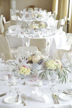 Blumen auf runde Tische