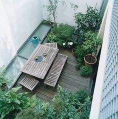 small garden inspiration, and roof window for basement Small City Garden, Garden Spaces, Small Gardens, Dream Garden, Outdoor Gardens, Vertical Gardens, Balcony Garden, Indoor Garden, Small Garden Inspiration