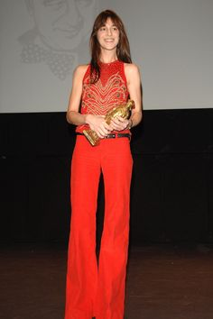 Charlotte Gainsbourg in Balenciaga at the Edition of 'Raimu De La Comedie' Wish I could find a better photograph--it's such a simple and bold look! Charlotte Gainsbourg, Fashion Mode, 70s Fashion, Paris Fashion, Fasion, Nicolas Ghesquière, Jane Birkin, Vogue Paris, Star Francaise