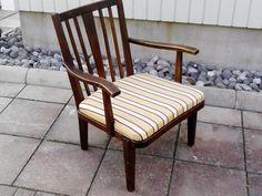 Käsinojallinen tuoli