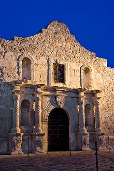 The Alamo... fascinating. Between the pillars to the right of the door, Davey Crockett etched his name in the stone... among others
