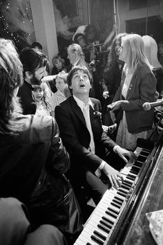Paul McCartney at the Ringo Star's wedding © Terry O'Neill