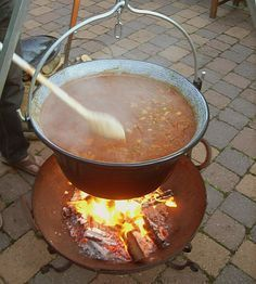 Hungarian Kettle Goulash by judith Outdoor Food, Outdoor Cooking, Grill N Chill, Grill Party, Soup For The Soul, Food Tags, Party Buffet, Hungarian Recipes, Skillet Meals