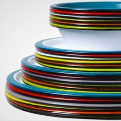 Variopinte enameled metal plates