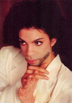 again those hands...ugh Music Genius, Pictures Of Prince, Prince Purple Rain, Paisley Park, Roger Nelson, Prince Rogers Nelson, Purple Reign, Beautiful One, American Singers