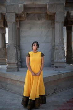 Sungudi Malgova – Tamara Kalamkari Dresses, Ikkat Dresses, Simple Kurti Designs, Yellow Maxi Dress, Sari Dress, Indian Gowns Dresses, Full Length Gowns, Dress Indian Style, Check Dress