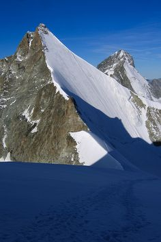 Obergabelhorn and Dent Blanche (Wallis, Switzerland) by Bibi Web, via Flickr