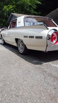 vintage - 1962 Ford Thunderbird Landau Coupe for sale photos, technical specifications, description American Classic Cars, Old Classic Cars, F1 Motorsport, Ford Shelby, Old Fords, Ford Fairlane, Ford Thunderbird, Sweet Cars, Car Ford