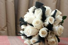Bouquet con detalles de plumas de Erica Villegas Atelier Floral | Fotos