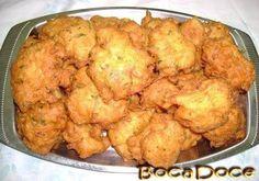 Ingredientes: 2 postas de bacalhau 1 cebola grande picada 1 ramo de salsa 6 colheres bem cheias de farinha 6 ovos 1,5dl de caldo de cozer o ...