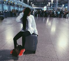 TRAVELLING N COMFORT | For more inspiration visit www.dontsweatthestewardess.com | Pic by hellhound