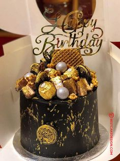 50 Most Beautiful looking Chocolate Cake Design that you can make or get it made on the coming birthday. Birthday Cake For Boyfriend, Chocolate Cake Designs, 25th Birthday Parties, Cool Cake Designs, Cake Flour, Drip Cakes, Baking Tips, Graduation, Food And Drink