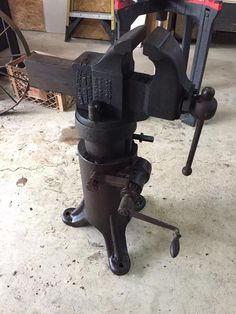 Tool Stand, Blacksmith Tools, Tools Hardware, Leather Crafts, Knives And Swords, Welding Projects, Old Wood, Blacksmithing, Metallica