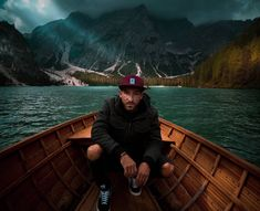 I am sailing into the weekend ⛵ ADIOS! ⠀⠀⠀⠀⠀⠀⠀⠀⠀⠀ #nikinclothing #treebytree #nikinplantingtrees #switzerland #adios #sailing #lagodibrisago #tirol #italy #südtirol #treecap #snapback #cap #sailing #lake