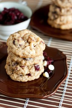 Oatmeal Cranberry White Chocolate Chip Cookies - Take a moment to think about everything you love about a granola bar, the chewiness, the flavors, the Cookie Desserts, Just Desserts, Cookie Recipes, Delicious Desserts, Dessert Recipes, Yummy Food, Granola Cookies, White Chocolate Chip Cookies, Cranberry Cookies