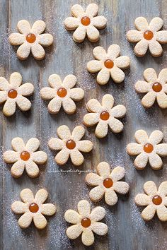 Simple and fast Easter biscuits (Spring daisies) - Easter biscuit recipe Biscotti Cookies, Galletas Cookies, Easter Cookies, Yummy Cookies, Cupcake Cookies, German Cookies, Croissant Recipe, Christmas Food Gifts, Gateaux Cake