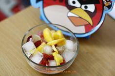 Mixture Salad Fruits Recipe (Salad Hoa Quả) from http://www.vietnamesefood.com.vn/vietnamese-recipes/vietnamese-dish-recipes/mixture-salad-fruits-recipe-salad-hoa-qua.html