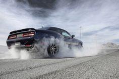 Badass! Watch this Dodge Challenger SRT Hellcat Run The Quarter Mile In 11.2 Secs (VIDEO)