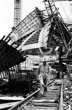 Centenary celebrations for the birth of Danish architect Jorn Utzon begin on Monday. ** Construction of the Sydney Opera House. Australia Map, Sydney Australia, Vogue Australia, Sydney New South Wales, Jorn Utzon, Melbourne, Sydney City, Under Construction, Construction Process