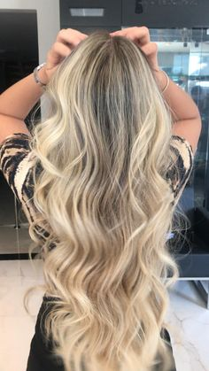 Beach Blonde Hair, Silver Blonde Hair, Blonde Hair Shades, Blonde Hair Looks, Blonde Balayage Long Hair, Brunette Hair, Hombre Hair, Blonde Hair Extensions, Curled Hairstyles