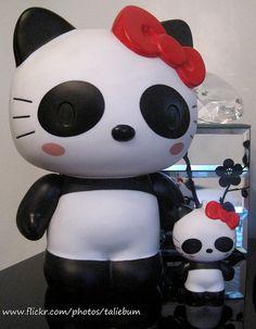 Hello Kitty goes panda. I wants!