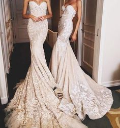16 Fantastic Wedding Dresses With Sleeves White Lace Heels, Diy Peeling, Satin Wedding Shoes, Bridal Sandals, Dress Images, Yes To The Dress, Girls Dresses, Formal Dresses, Wedding Photography Inspiration