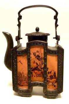 indigodreams:  coisasdetere:   Raro bule antigo de porcelana chinesa …