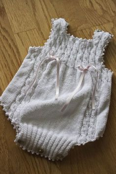 This Pin was discovered by HUZ Baby Girl Crochet, Crochet For Boys, Baby Girl Patterns, Baby Knitting Patterns, Baby Girl Romper, Baby Dress, Romper Suit, Girl Outfits, Couture