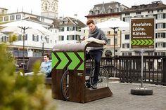 Una ingeniosa manera de tomar café sin bajarse de la bicicleta