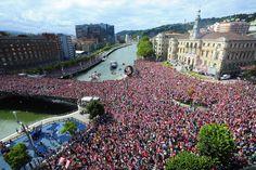 Bilbao se tiñe de rojiblanco