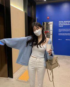 Korean Girl Fashion, Ulzzang Fashion, Korean Street Fashion, Kpop Fashion Outfits, Girl Outfits, Korean Outfit Street Styles, Korean Outfits, Cute Casual Outfits, Stylish Outfits
