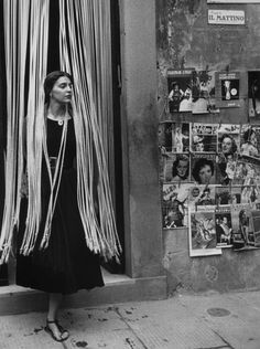 Jinx Allen in Beads, 1951 - American girl in Florence by Ruth Orkin