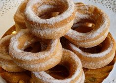 Roscas Chilean Recipes, Chilean Food, Mexican Bread, American Food, Eclairs, Recipe For Mom, Sweet And Salty, Onion Rings, Food To Make
