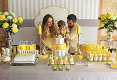 Sarı Gri Doğum Günü Konsepti Organizasyonu Ali's mother's choice for the 1 year birthday organization preparations was a yellow gray birthday concept. Details and images about the party. Birthday Present Diy, 1 Year Birthday, Birthday Gifts For Brother, Baby Birthday, Elephant Birthday, Baby Shower Yellow, Baby Shower Niño, Baby Yellow, Baby Shower Themes