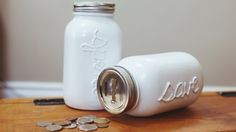 Spardose basteln – kreative Ideen mit Anleitung Für keinen ist Geheimnis, dass sich Geldschwer sparen lässt. Doch einige kennen das Gefühl, wenn man nach 1-2 Jahren mit einerkleinenSumme für 'schwarze' Tage selbst gesorgt hat. Nach dem Motto 'Mit kleinen Schritten zumgroßen Ziel' lohnt es sich Kleingeld und kleine Geldscheine zur Seite zu legen. Somit wird
