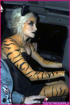 Pixie Lott- tiger print body paint