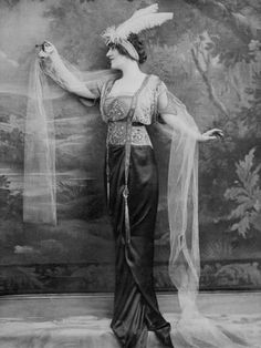 Photographic Print: Evening Dress 1913 Poster : 24x18in