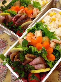 Twitter from @Izumi Kumasaka 一昨日作ったローストビーフ、焼き具合バッチリ♪ ◆2013.10月7日のお弁当 コーンピラフ、ローストビーフ、ポテトと海老とブロッコリーのローズマリーソテー、プチトマト #obento #obentoart
