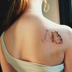 Three cats on the right shoulder blade. Artista Tatuador: Sol Tattoo