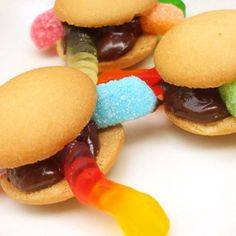 Worm Burgers! Great Idea For A Kids Halloween Party