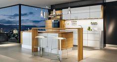 linee Küche von TEAM 7 mit vielen Gestaltungsmöglichkeiten in Holzarten und Glasfarben.