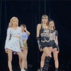 Blackpink Fashion, Black Girl Fashion, South Korean Girls, Korean Girl Groups, Kpop Girl Groups, Lisa Blackpink Wallpaper, Black Wallpaper, S Videos, Kpop Gifs