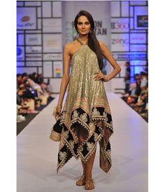 Pakistan Fashion Week kicked off on April 2012 in Karachi. Prestigious  designers such as Bunto Kazmi 7589ddeba