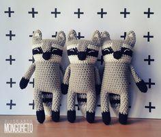 Amigurumi raccoon pattern by Mongoreto on Etsy Crochet Amigurumi, Crochet Fox, Cute Crochet, Amigurumi Patterns, Crochet Animals, Crochet Dolls, Crochet Patterns, Crochet Ideas, Crochet Mignon