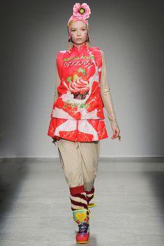 Manish Arora Fall 2014 Ready-to-Wear Collection - Vogue Manish Arora, Indian Fashion Designers, Quirky Fashion, Fashion Beauty, Womens Fashion, Fall Winter 2014, Autumn, Fashion Show, Paris Fashion