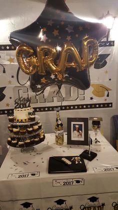 Graduation Cupcake Table