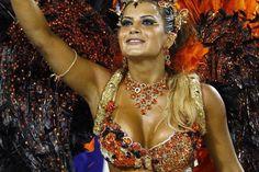 A rainha de bateria do Inocentes de Belford Roxo, Lucilene Caetano. Foto: Pablo Jacob - Agência O Globo